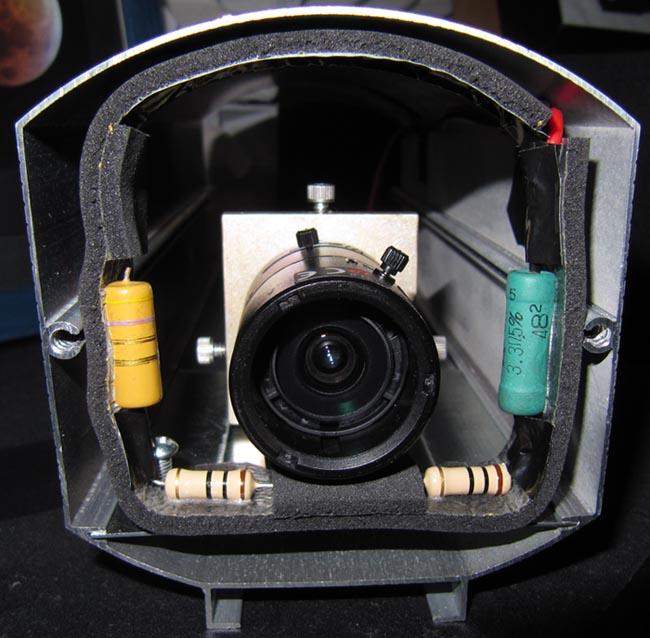 première implantation de la caméra avec objectif et résistances